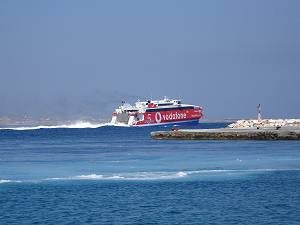 Ferry, catamarans and speed boats to Naxos and the Greek Islands